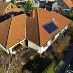 Luftaufnahme über einem Einfamilienhaus
